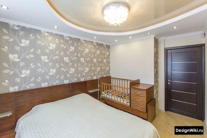Коричневая мебель в детской в спальне