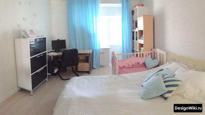 Кроватка для ребенка в спальне-кабинете