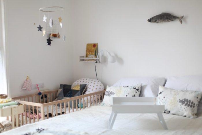 Кровать для детей до 2-ух лет в спальне родителей