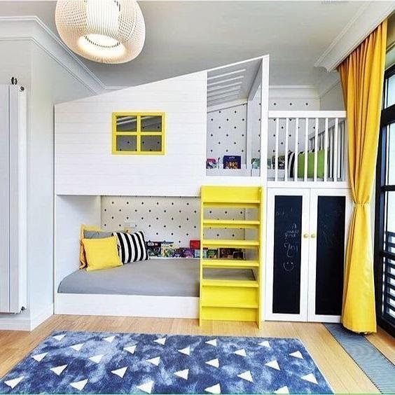 Кровать-чердак для спальни и детской в одной комнате