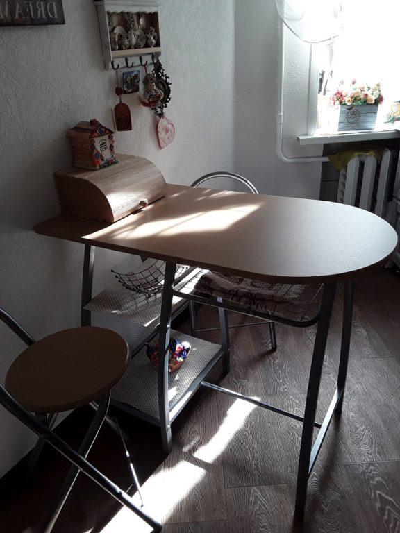 Линолеум с имитацией дерева на полу кухни