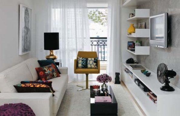 Маленькая гостиная с балконом