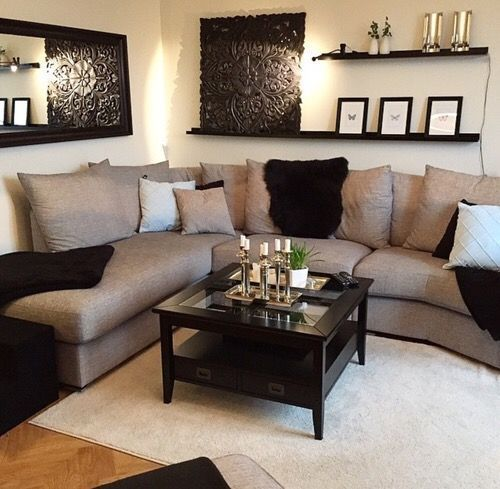 Маленький угловой диван в гостиной