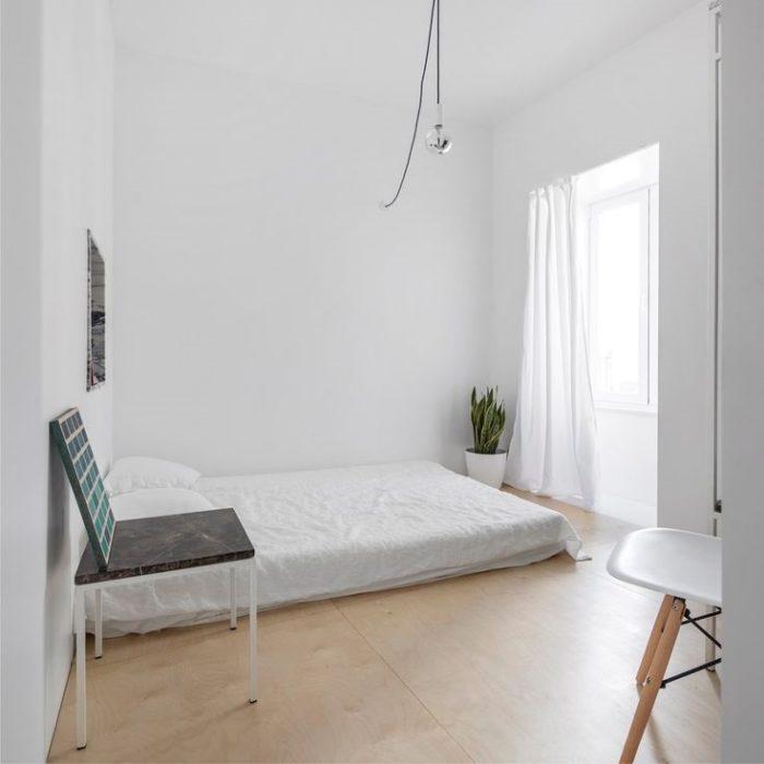 Матрас на полу спальня в стиле минимализм