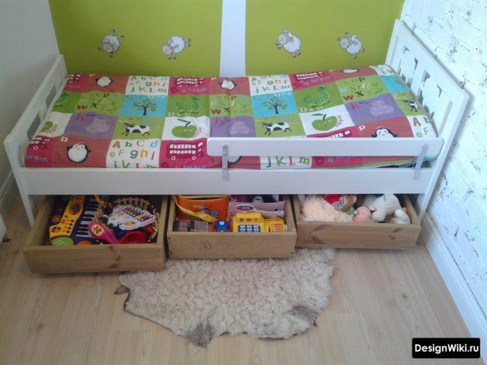 Места хранения под детской кроваткой