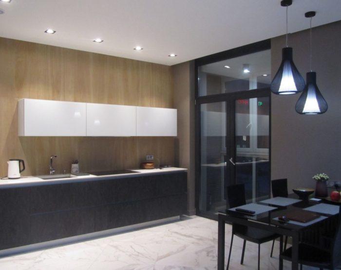 Модный дизайн кухни-гостиной