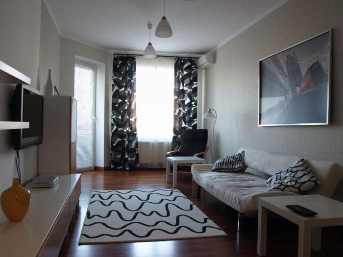 Недорогой дизайн маленькой гостиной
