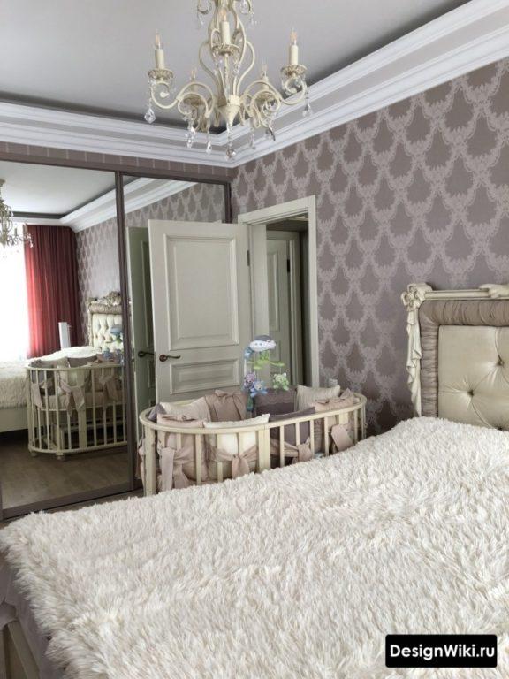 Неоклассический дизайн спальни и детской в одной комнате