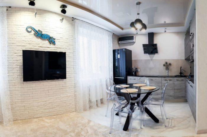 Обеденный стол для зонирования кухни-гостиной
