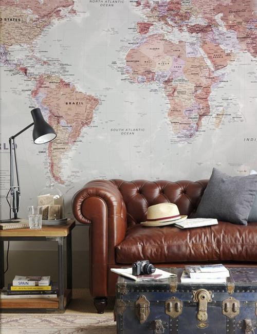 Обои с картой мира в интерьере