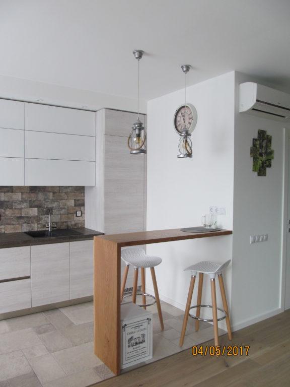 Открытая барная стойка в кухне-гостиной