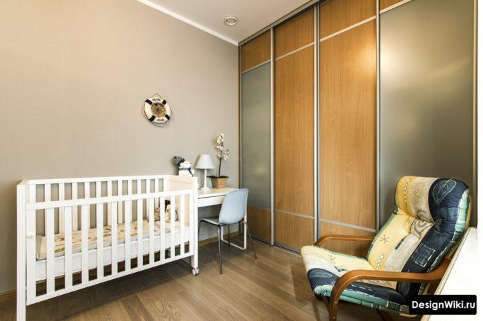 Планировка и расстановка детского столика в спальне