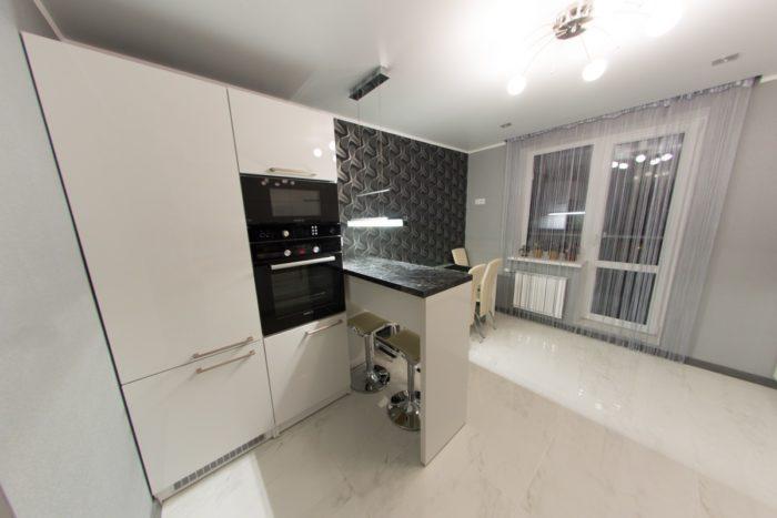 Плитка под светлый мрамор на кухне