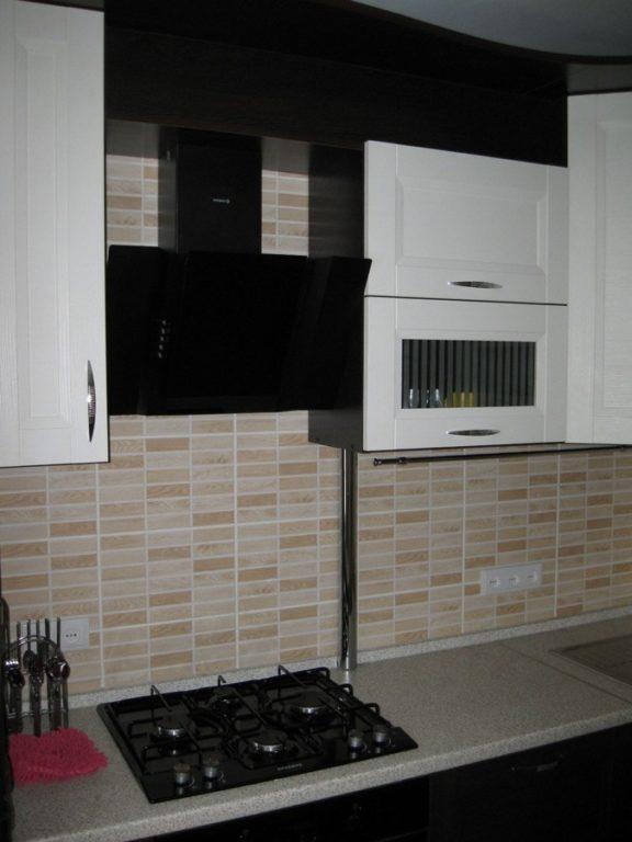 Плитка фальш мозаика на фартуке кухни