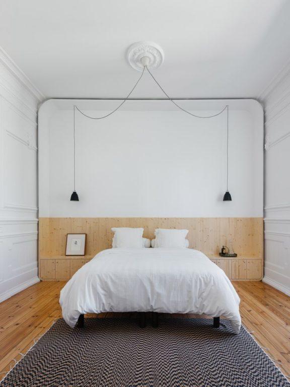 Подвесные светильники по бокам кровати