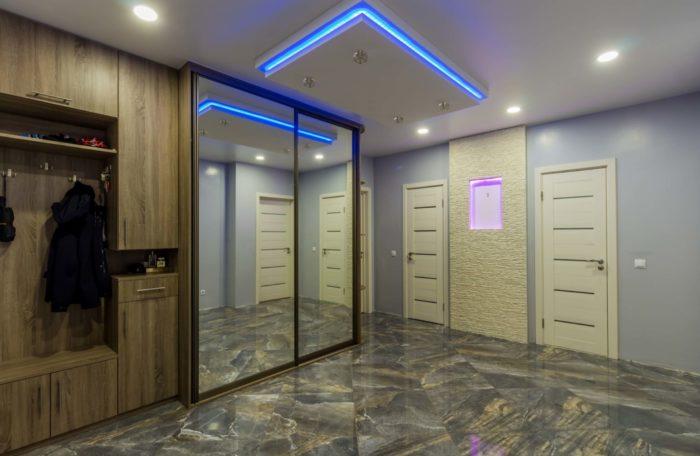 Потолок с синей подсветкой не в моде