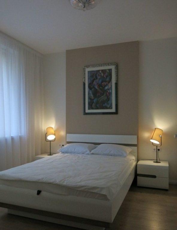 Простой современный дизайн спальни