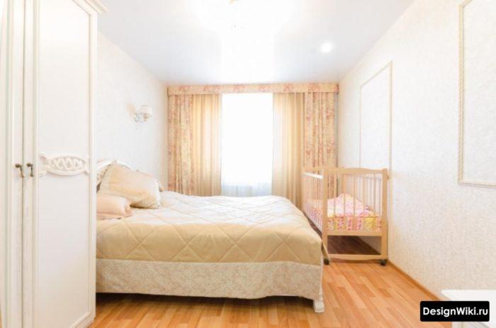 Светлая спальня с детской в одной комнате
