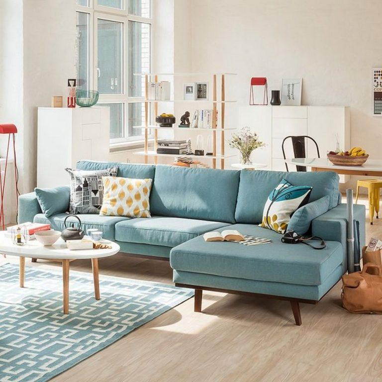 Синий угловой диван на деревянных ножках