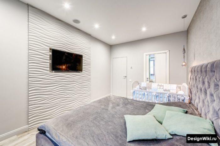 Современная спальня с кроваткой новорожденного