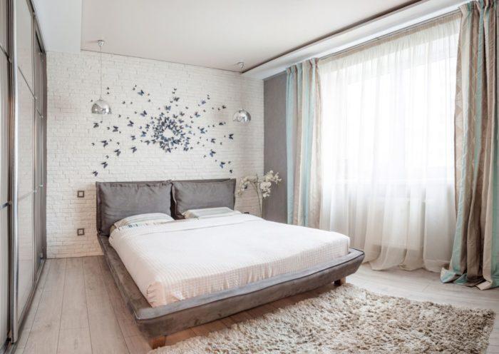 Современный дизайн потолка в спальне