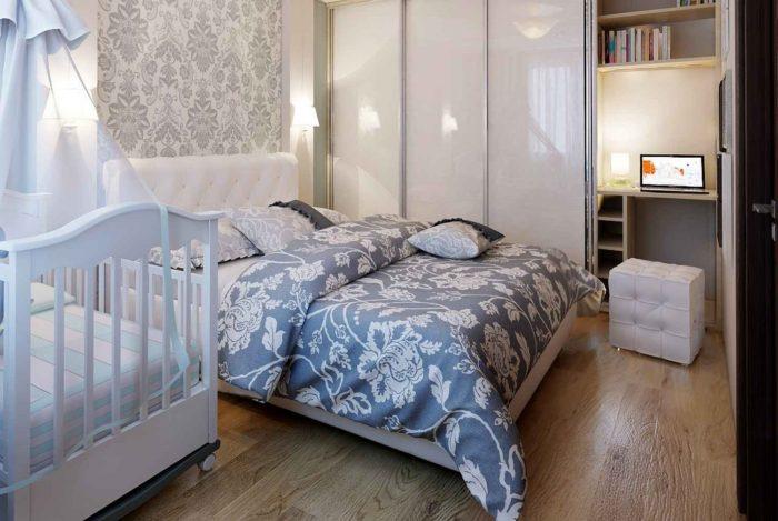 Спальня и детская кроватка в одной комнате