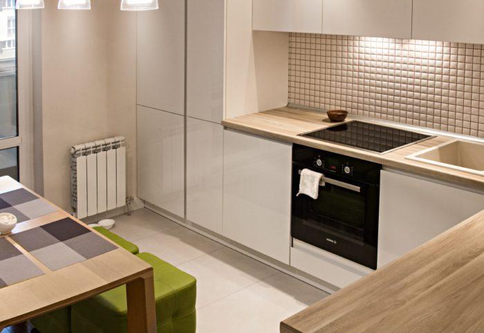Стильная современная кухня с деревянной столешницей