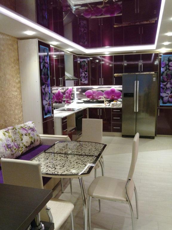 Фиолетовая кухня после ремонта по проекту