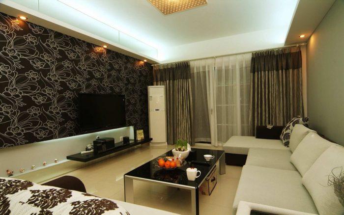 Чёрные обои с цветами в интерьере гостиной