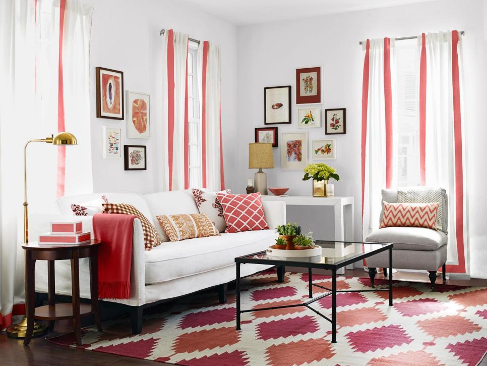 Яркая бело-красная гостиная