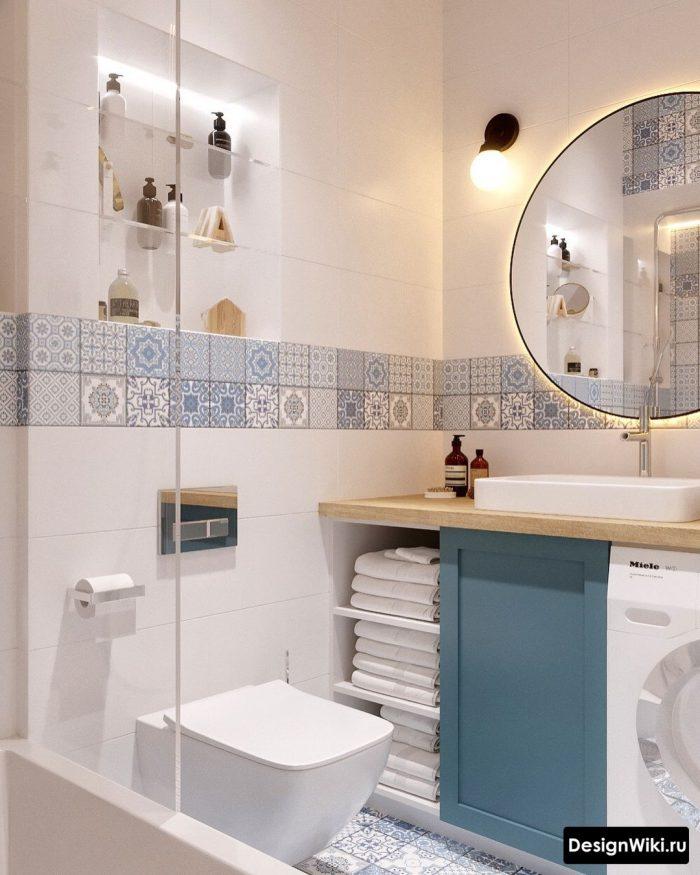 грязно голубой в интерьере ванной