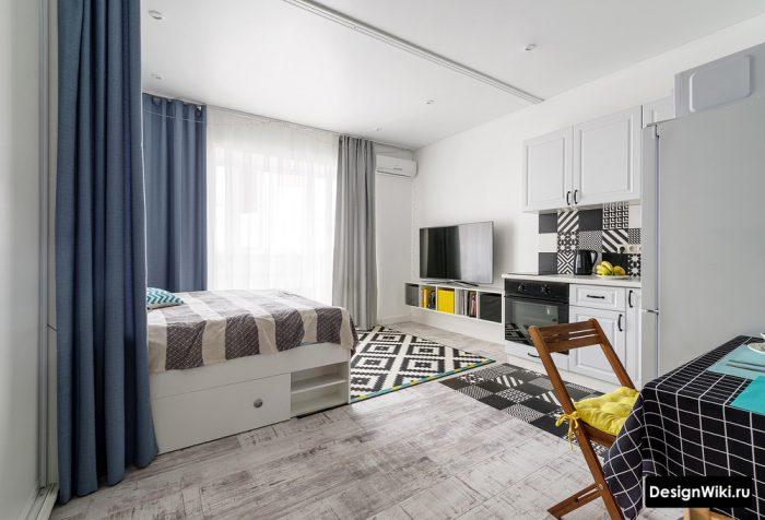 сочетание желтого и синего в интерьере квартиры студии