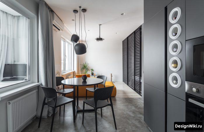 сочетание серого и оранжевого в кухне гостиной