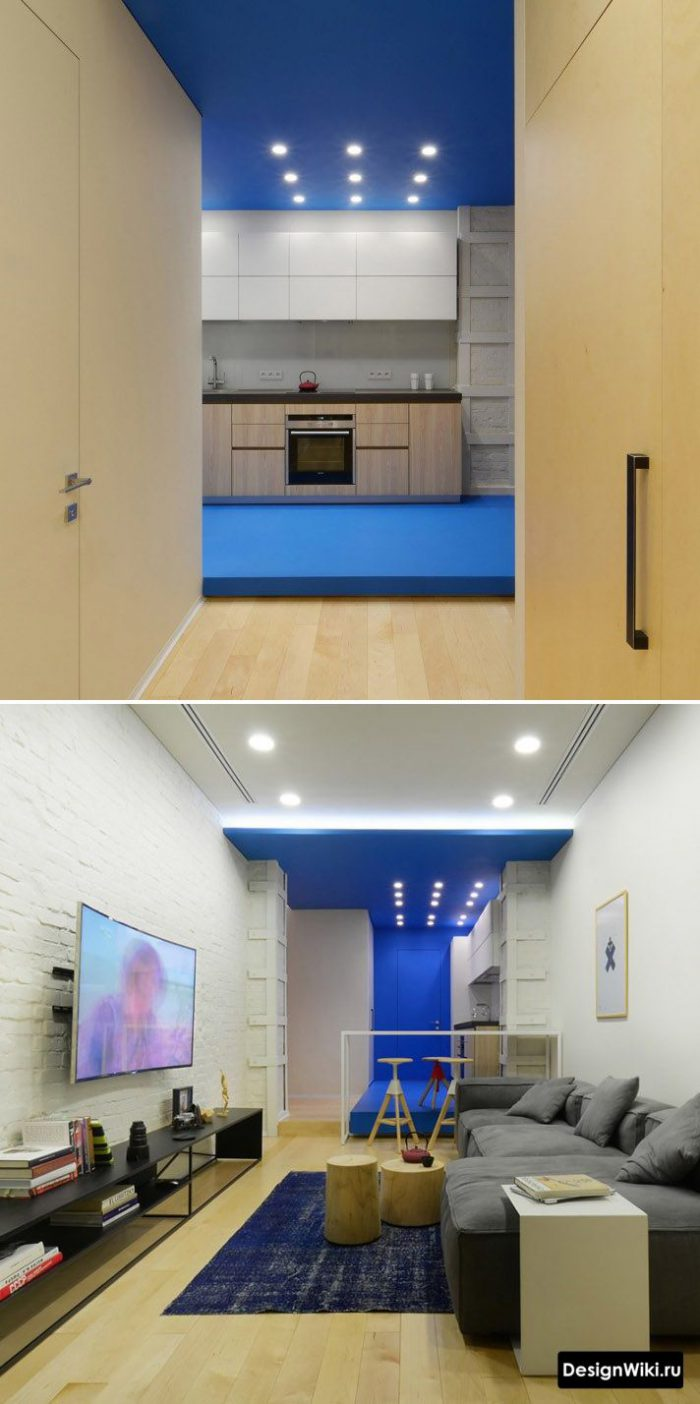 сочетание синего и дерева в интерьере квартиры студии