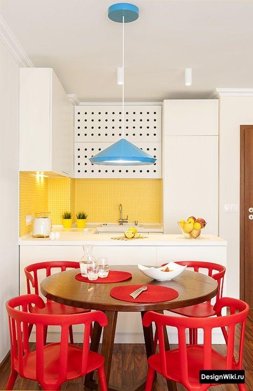 сочетание чистого красного желтого и голубого кухне