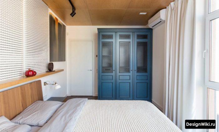 спальня с синим акцентом
