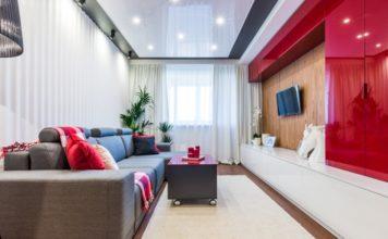 Обои-с-полосками-в-дизайне-гостиной