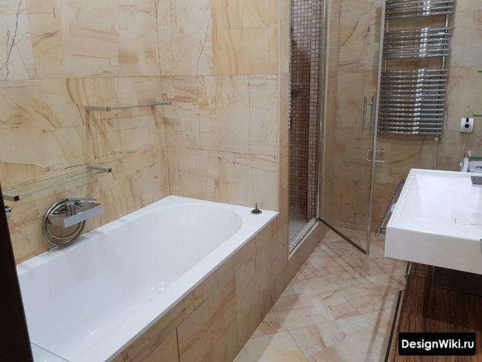 Бежевая керамическая плитка для ванной комнаты