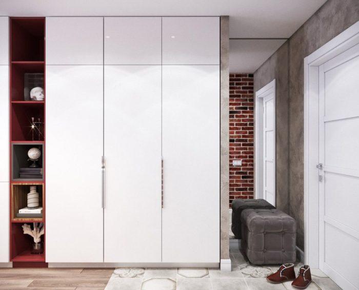 Белый шкаф и пуф в прихожей