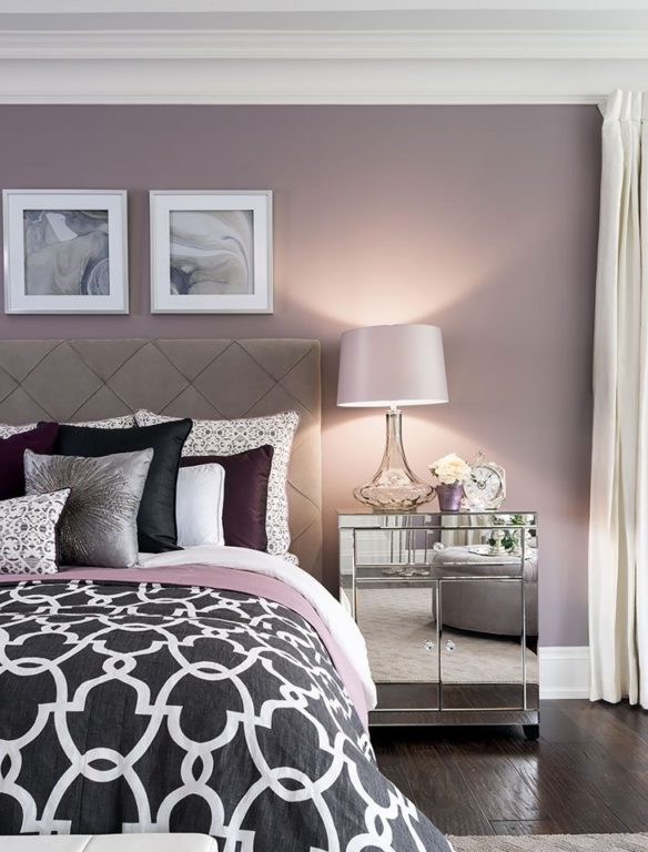 Бледно фиолетовые крашенные стены в спальне