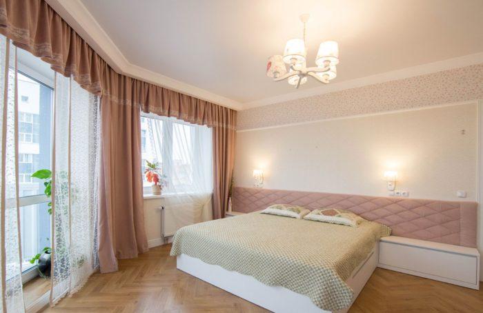 Грязно розовый и персиковый в спальне