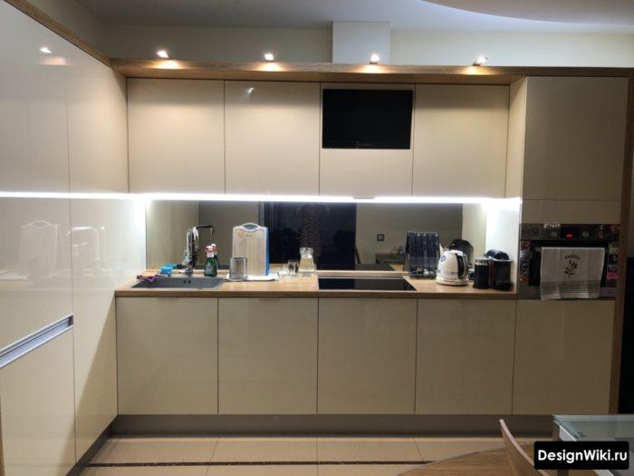 Дизайн белой глянцевой кухни 10 кв.м