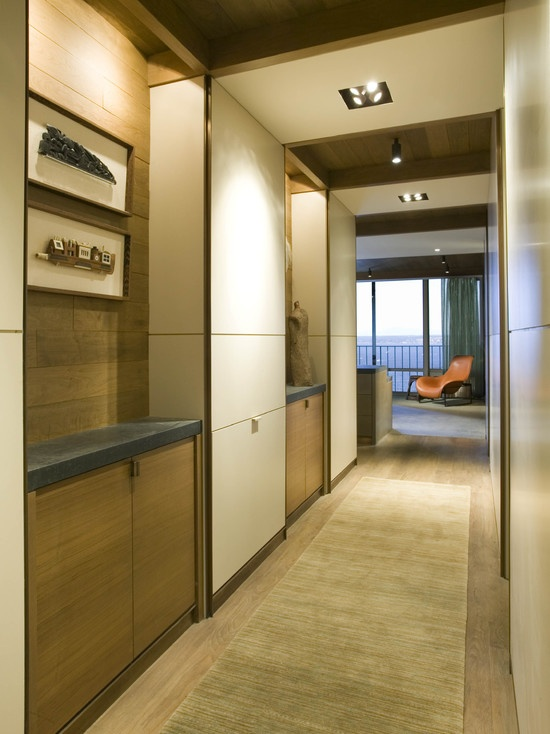 Дизайн деревянного шкафа с распашными дверями