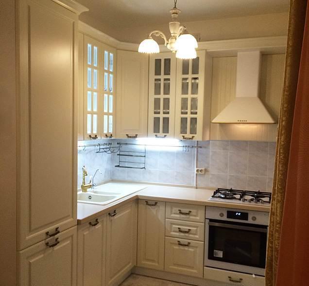 Дизайн кухни в хрущевке в классическом стиле