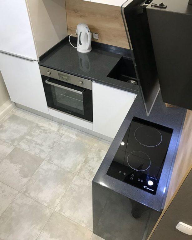 Дизайн маленькой кухни с двухконфорочной плитой