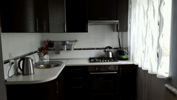 Дизайн чёрной кухни в хрущевке