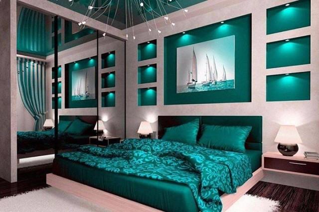 Изумрудный цвет в современной спальне