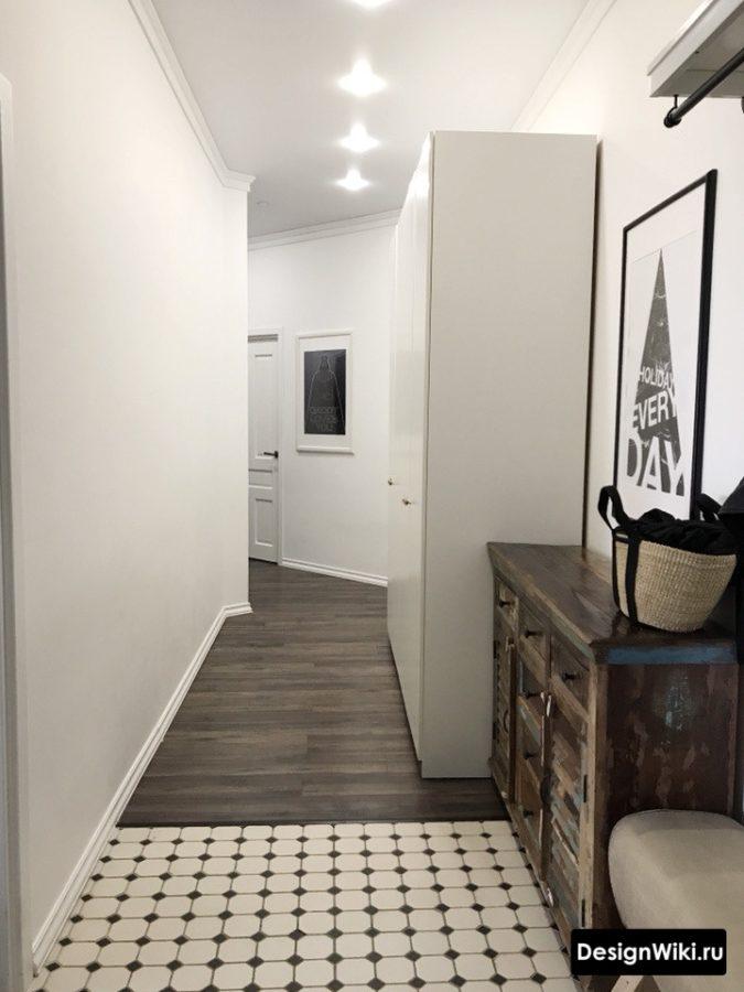 Интерьер коридора в квартире в светлых тонах