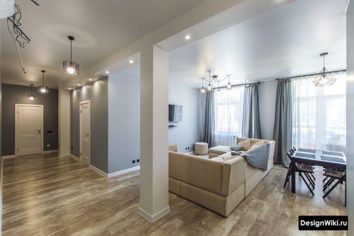 Интерьер коридора с гостиной в квартире