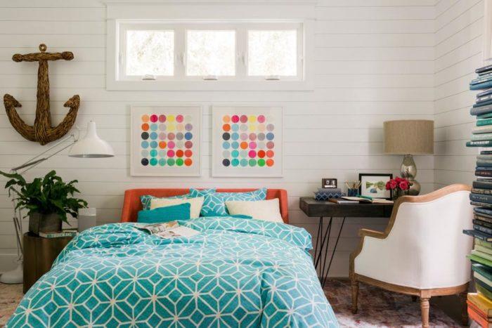 Картины с яркой разноцветной абстракцией в дизайне